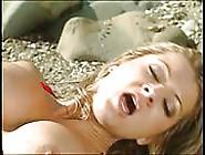 Una Fantastica Chiavata In Spiaggia Con Sexy Bagnina Bionda