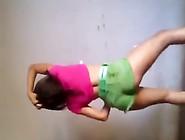 Laiza Dançando Com Shortinho Verde