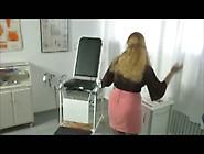 Dr.  Bea Dumas Und Der Hausmeister - Piss Szene