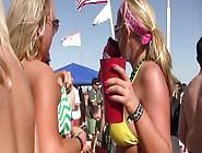 In Una Spiaggia,  Con Tanto Mare,  Tanto Alcool E Sole