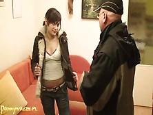 Un Abuelo Polaco Con Su Nieta