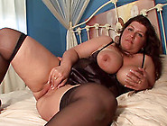Bubbly bbw oils up her curves