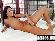 Flesh Colored Fuck Toy Video Starring Olivia Hot - Porn Vide