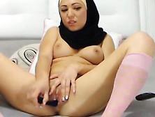 Stunning Arab Beauty Cums
