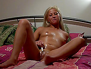 Oiled Pussy Solo Girl With A Little Vibrator To Make Her Cum