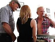 Papy Se Tape Une Bonne Mature Avec Un Vieux Pote