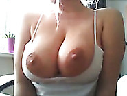 Breath-Taking Hottie Shows Natural Big Boobs And Pink Pussy When