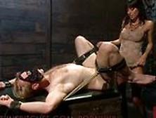 Девушка издевается над связанным парнем