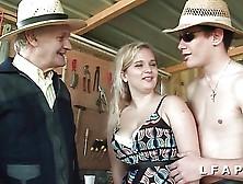 Jolie Petite Cochonne Aux Gros Seins Prise Dans Un Trio