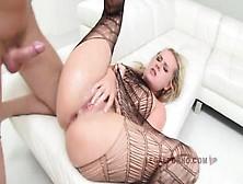 Zuzanna op zoek naar grote borsten