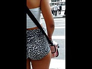 Garota Deliciosa Com Shortinho Socado No Ponto De Ônibus