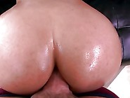Bubble Butt Anal Pounding!