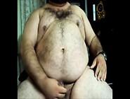 Urso Fazendo Barba E Tirando Leite