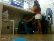 Amadora Safada Recebe Chupada Na Buceta Enquanto Trabalha