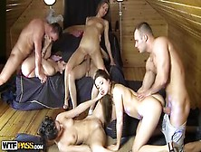 Cuatro Teens Swingers En Una Fiesta Sexual De College Fuck Parti