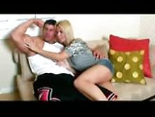 Barbie E Fisiculturista Mostrando Seus Musculos