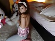 Susana En Pijama Antes De Dormir
