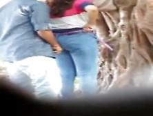 Pareja Pillada Sobandose En El Arbol Del Parque
