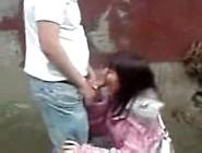 Menina Dando No Mato Para Amigo