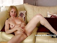 Isabella Fingers Her Mature Pussy.