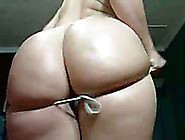 The Most Seductive Pawg Babe Shows Off Her Ass On Webcam For Me