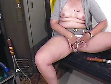 Mature Cunt Lips Are Lovely As The Older Babe Masturbates