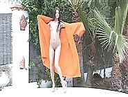 Sexy Hottie Reveals Her Body Outdoors