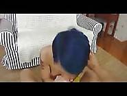 A Adorável Garota De Cabelo Azul