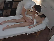strastno-zhguchiy-lesbi-massazh-vostochniy