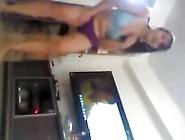 Vídeo Amador De Morena Dançando De Calcinha