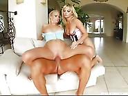Due Belle Lesbiche Bionde Un Po Bisessuali Godono Tra Di Loro E