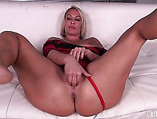 Mellanie Monroe Spreads Her Legs Wide Open And Works On Her Puss