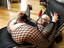 Dee Siren Spends Her Sexual Energy With Hard Meat Pole In Action