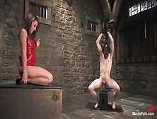 Dominatrice Bondage Umilia Il Suo Schiavo Con Una Sculacciata