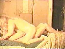 Madurita de 40 anios con un consolador entre sus tetazas - 1 part 1