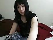 Pretty Korean Chick Dazzles In Webcam Show