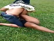 Briga De Mulher No Meio Da Rua E Flagraram A Buceta Da Amadora S