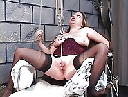 Jennifer Spreads Wide For A Pussy Enlarging Toy