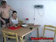 Pai Fodendo Sua Filha Na Mesa De Jantar