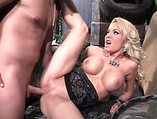 Title: Busty Helly Mae Hellfire gets her warm pussy slammed