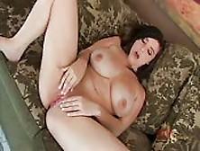Noelle Easton's Voluptuous Body