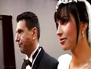 Mariée Baisée Par Tout Le Monde Après Le Mariage