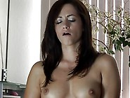 Chica Morena Y Sybian