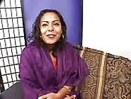 Mature Indienne Poussant Ses Limites