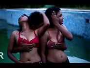 Romance In Swimming Pool In Iddarammayilatho Roamntic Short Film