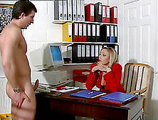 Unbelievable Alysa Gets Her Pussy Licked In The Office