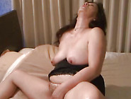 Mature And Hot Japanese Slut Is Masturbating Her Kitty