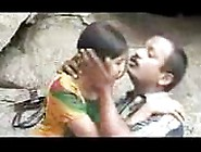 Fsiblog - Brand New Indian Couple Outdoor Scandal Mms