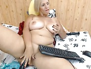 A Milf Mast On Webcam With Anal Plug In Ass