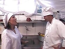 Putaria Brasileira Quente Na Cozinha Do Restaurante.